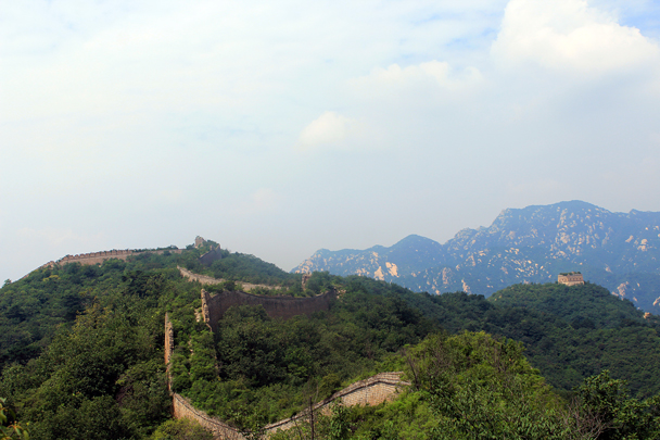 Looking back along the wall - Walled Village to Huanghuacheng Great Wall, 2016/08/24
