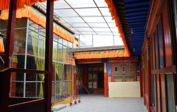 Inside the halls - Xiahe, Labrang Monastery, and the Zhagana area in southern Gansu, September 2016