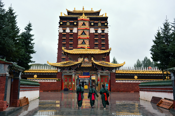Local students visiting the temple - Xiahe, Labrang Monastery, and the Zhagana area in southern Gansu, September 2016