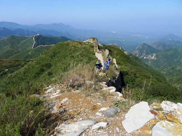 The wall here is narrow and rocky - Yanqing Great Wall and High Tower Challenge, 2016/09/24