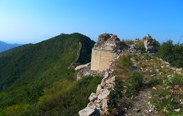 The foundations of a round tower. A little bit further down is where we ran into the big wild pig - Yanqing Great Wall and High Tower Challenge, 2016/09/24