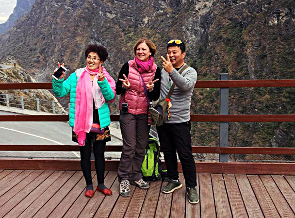 More V-signs - Lijiang and Shangri-La, Yunnan Province, November 2016