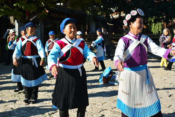 The traditional dance - Lijiang and Shangri-La, Yunnan Province, November 2016