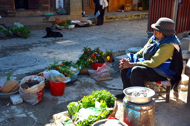 Fruits and flowers for sale in a countryside town - Lijiang and Shangri-La, Yunnan Province, November 2016
