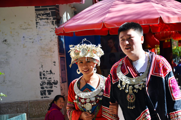 Dressing up like a local - Lijiang and Shangri-La, Yunnan Province, November 2016