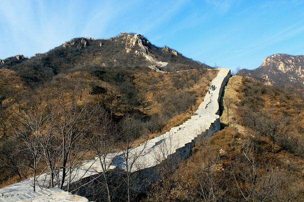 We hiked up to the tower on top of the hill to find the unrestored Great Wall - Longquanyu Loop and Great Wall, 2016/12/19