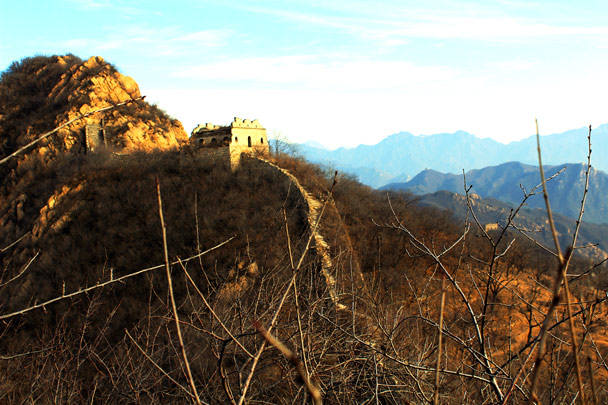 The Great Wall here stops at a cliff, and continues on the other side of the hill - Longquanyu Loop and Great Wall, 2016/12/19