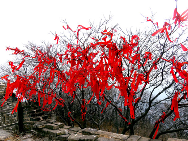 Red ribbons for good luck - Christmas on the Great Wall, 2016/12/25