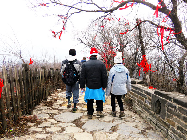 Arriving at the Mutianyu Great Wall - Christmas on the Great Wall, 2016/12/25