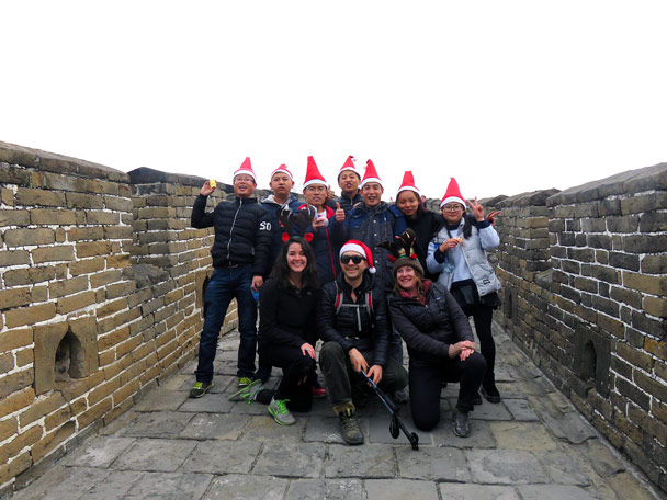 We met another group of Christmas hikers on the wall - Christmas on the Great Wall, 2016/12/25