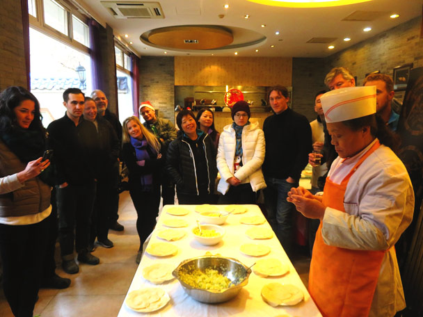 Before the dumpling-making competition we had to learn how to make dumplings properly. The chef is demonstrating - Christmas on the Great Wall, 2016/12/25