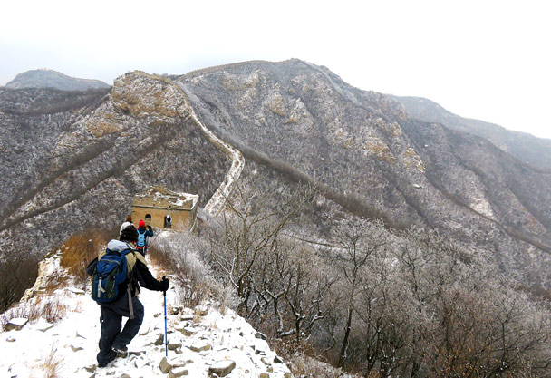 We continued along the wall - Stone Valley Great Wall snow hike, 2017/01/07