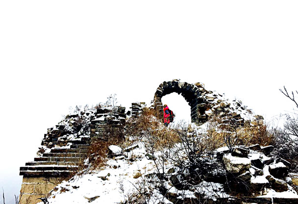 Through an arch - Stone Valley Great Wall snow hike, 2017/01/07
