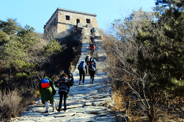 A steep climb up to a tower - Walled Village to the Huanghuacheng Great Wall, 2017/1/14