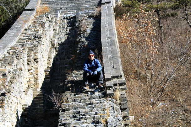 Taking a break while others catch up - Walled Village to the Huanghuacheng Great Wall, 2017/1/14
