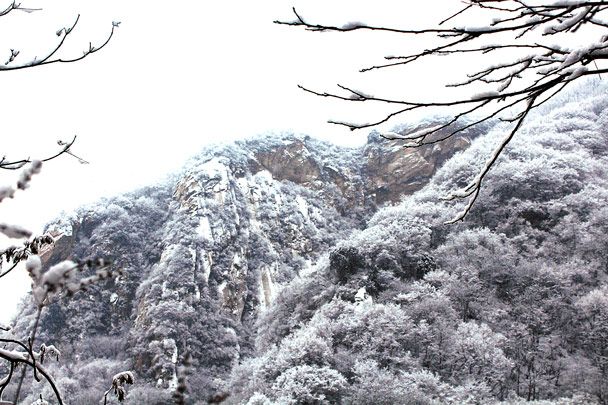 Snow-covered cliffs - Tianmen Mountain Rock Arch, 2017/1/15