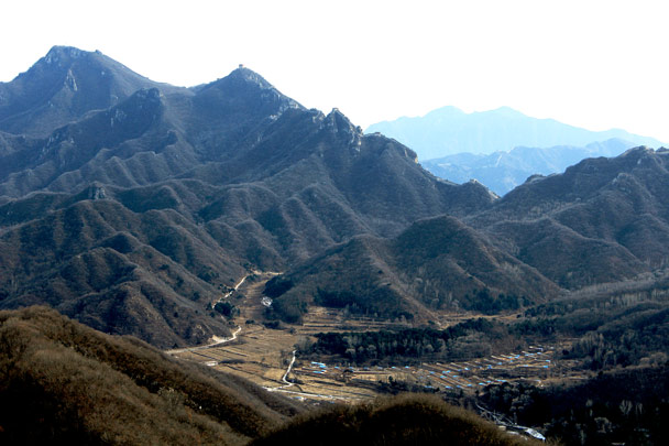 The east side of Jiankou. Through the gap, you can just make out the line of the Mutianyu Great Wall -