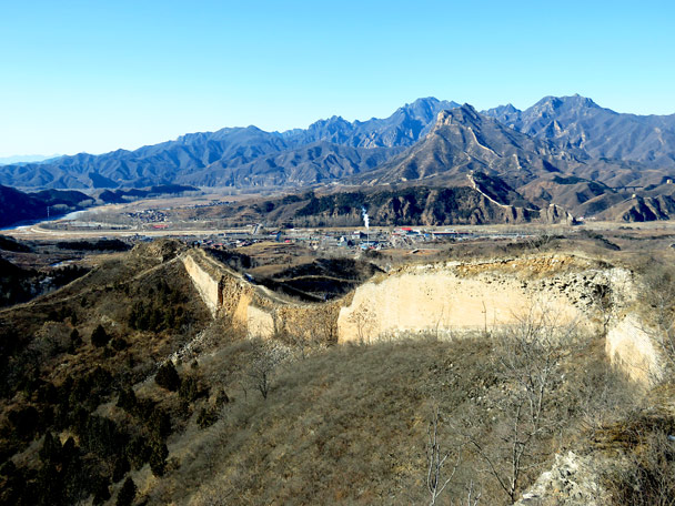 Looking back along the trail. In this photo you can see where bricks have fallen away to reveal the inside of the wall, which in this area is made up of rammed earth and compacted rubble. In the far off mountains is the 'Crouching Tiger' Mountain Great Wall - Gubeikou Great Wall Loop, 2017/1/30
