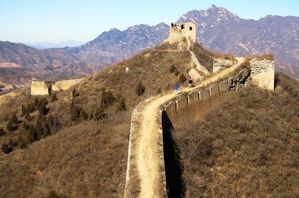 Hiking down from a tower - Gubeikou Great Wall Loop, 2017/1/30
