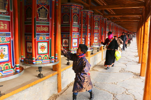 At Labrang Monastery there's a corridor of prayer wheels that stretches 2.5km - Labrang Monastery and Xiahe, Gansu