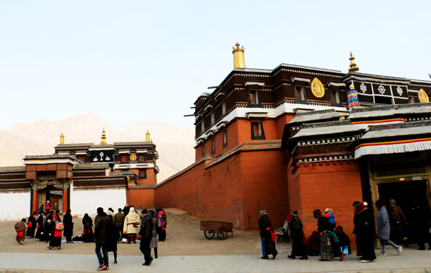 Visitors to the monastery - Labrang Monastery and Xiahe, Gansu