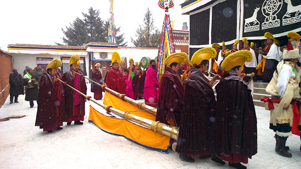 We saw another ceremony at a smaller temple near the grasslands - Labrang Monastery and Xiahe, Gansu