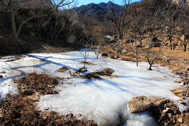 More ice in the park. There's a small spring in the hills here - Zhuangdaokou to Moss Mountain, 2017/2/11