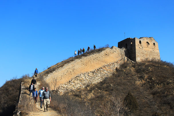Hiking down from a tower - Hemp Village and the Gubeikou Great Wall, 2017/2/18