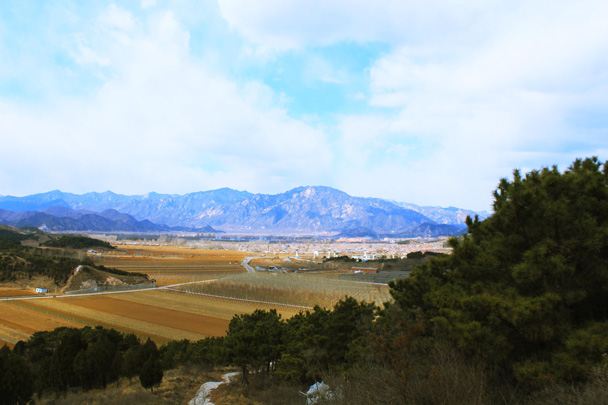 Views towards Miyun City and the mountains - Rolling Hills and Empty Lanes, 2017/3/25