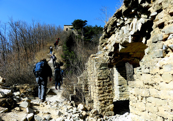 Starting the climb - Walled Village to the Little West Lake, 2017/3/09