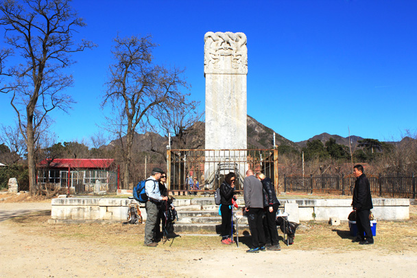 We had a little picnic by the Bixi outside Yong Tomb - Longevity Village to the Ming Tombs, 2017/3/12