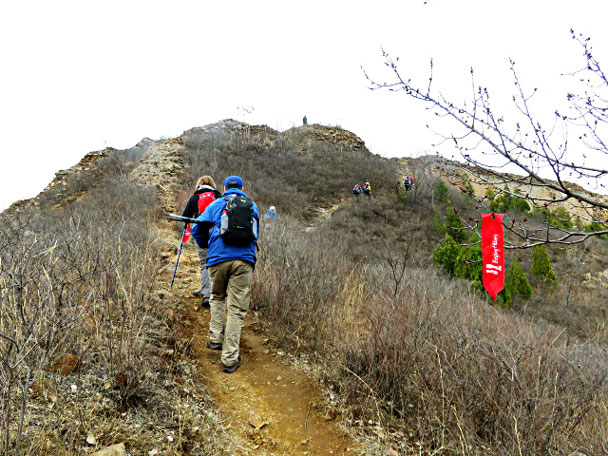 Hiking up to the campsite - Gubeikou and Jinshanling Great Wall camping, 2017/3/25