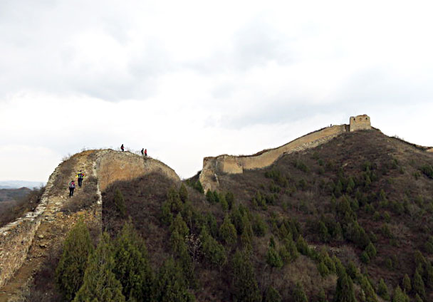 We hiked up through the tower on the hill - Gubeikou and Jinshanling Great Wall camping, 2017/3/25