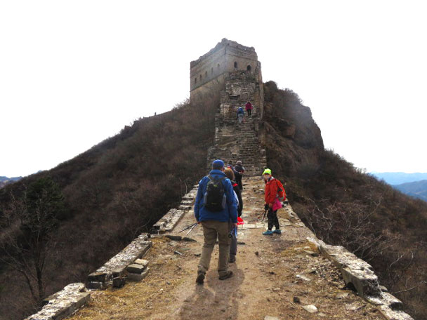 Ah ... a big climb up to a tower is over there - Gubeikou and Jinshanling Great Wall camping, 2017/3/25