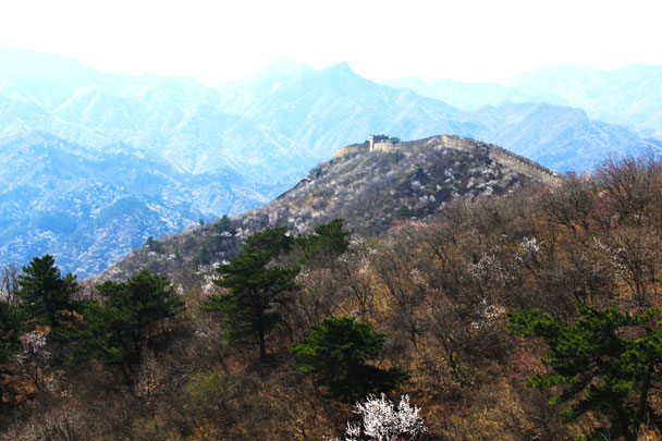 Views of the wall that's above the Little West Lake reservoir - Walled Village to Huanghuacheng Great Wall, 2017/4/02