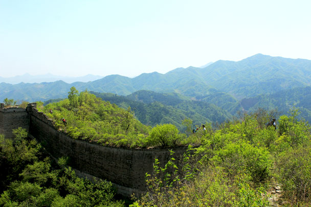 We hiked on along the wall - Walled Village to Huanghuacheng Great Wall, 2017/4/22