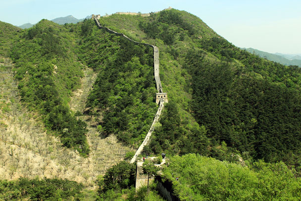 Views of the second peak. We'd later climb all the way up - Walled Village to Huanghuacheng Great Wall, 2017/4/22