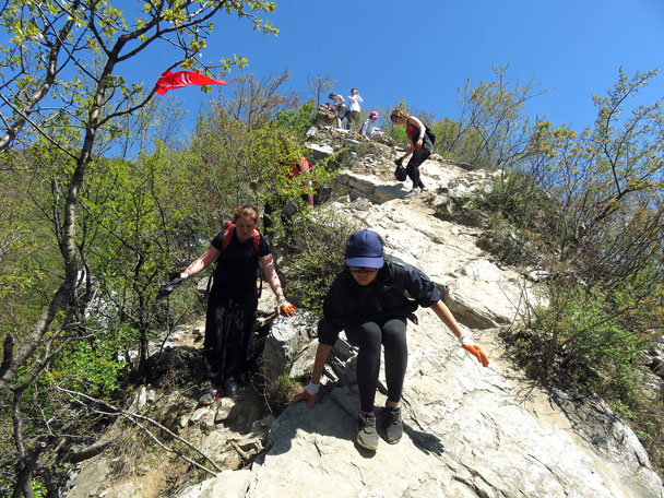 A little bit tricky - Earth Day clean up hike at the Jiankou Great Wall, 2017/4/23