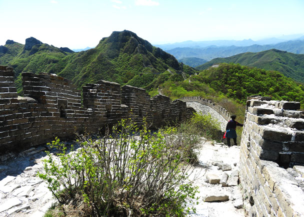 We hiked on towards the Chinese Knot part of the wall - Earth Day clean up hike at the Jiankou Great Wall, 2017/4/23