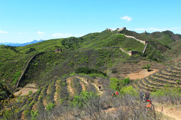 Terraced hills and cornfields surrounded by Great Wall - Hemp Village to Gubeikou Great Wall, 2017/4/23