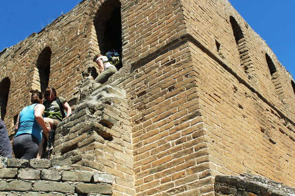 A tricky climb down out of a large tower - Hemp Village to Gubeikou Great Wall, 2017/4/23