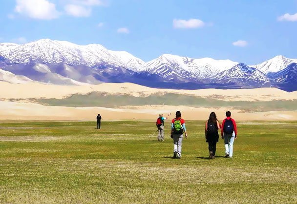 Grass, sandy dunes, and more mountains - Qinghai Lake, Kumbum Monastery, and the Gangshika Snow Mountain, Qinghai Province, 2017/05