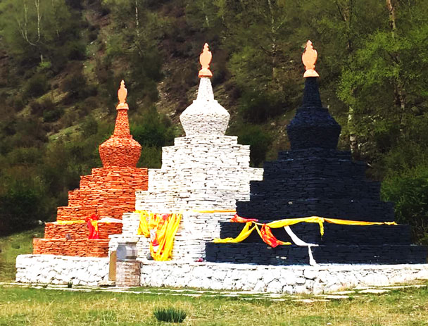 We visited the Mixian National Geopark for a walkabout. Here are some coloured stupas - Qinghai Lake, Kumbum Monastery, and the Gangshika Snow Mountain, Qinghai Province, 2017/05