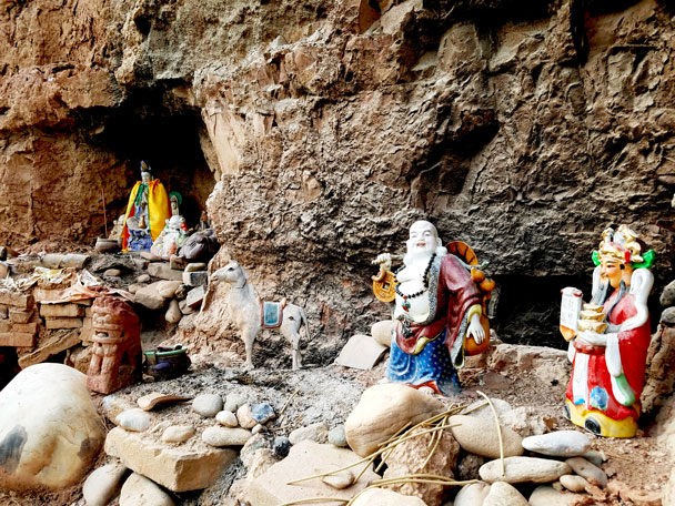 Statues in caves and nooks - Qinghai Lake, Kumbum Monastery, and the Gangshika Snow Mountain, Qinghai Province, 2017/05