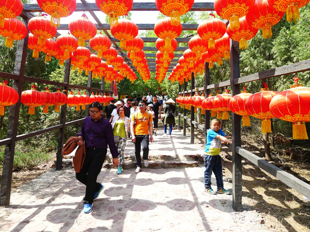 The beginning of the stairs - Yajishan Temple Fair, 2017/5/1