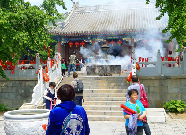 The flames got a bit out of control and were doused - Yajishan Temple Fair, 2017/5/1