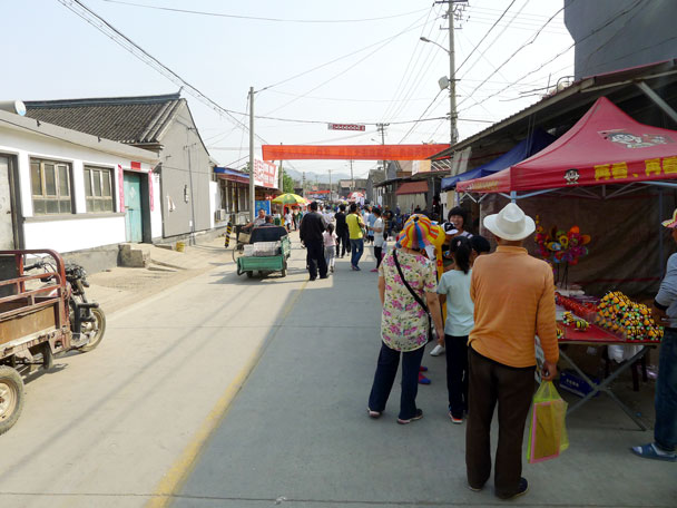 After lunch we went out for a look at the fair - Yajishan Temple Fair, 2017/5/1