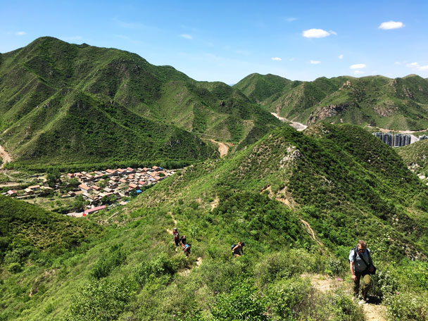 Hiking up to the Great Wall - Switchback Great Wall Camping Trip, 2017/05/15