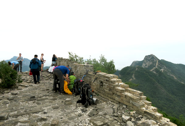 The hikers drop their packs and rest near the Chinese Knot, the high point of the second day - Great Wall Spur Camping Trip, 2017/05/29