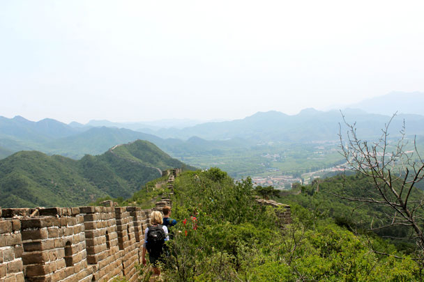 Starting to hike down - Walled Village to Huanghuacheng Great Wall, 2017/6/3